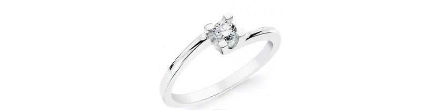 Compromiso en oro blanco y diamantes